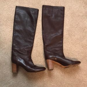 Chocolate brown Chloé boots.